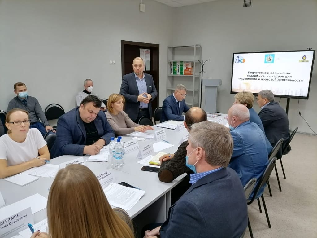 Портовые кадры: в Архангельске состоялся круглый стол по подготовке персонала